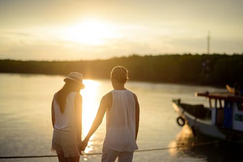 qq情侣头像两个人海边