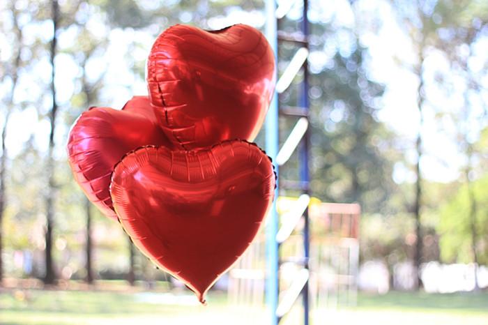 摄图网-红色的气球桃心.jpg