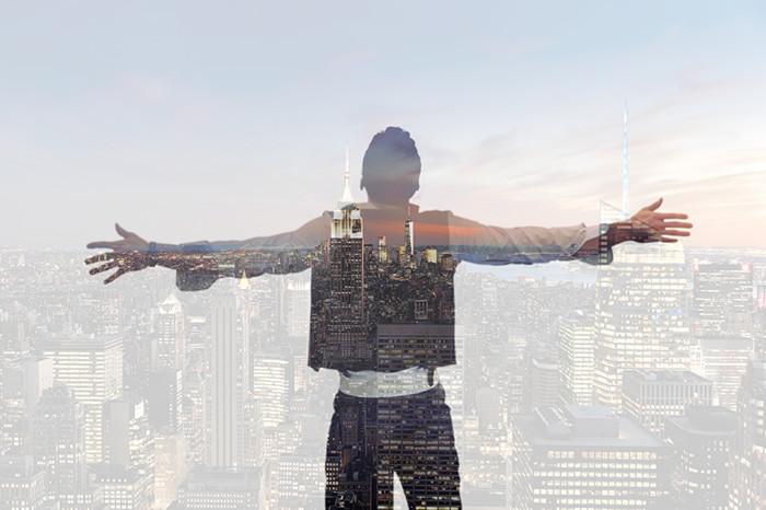 摄图网-对城市张开双臂的男人背影.jpg