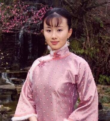 2003年主演电视剧《风声鹤唳》,饰演角色梅玲.