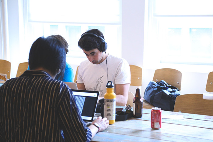 摄图网-学生正在学习.jpg